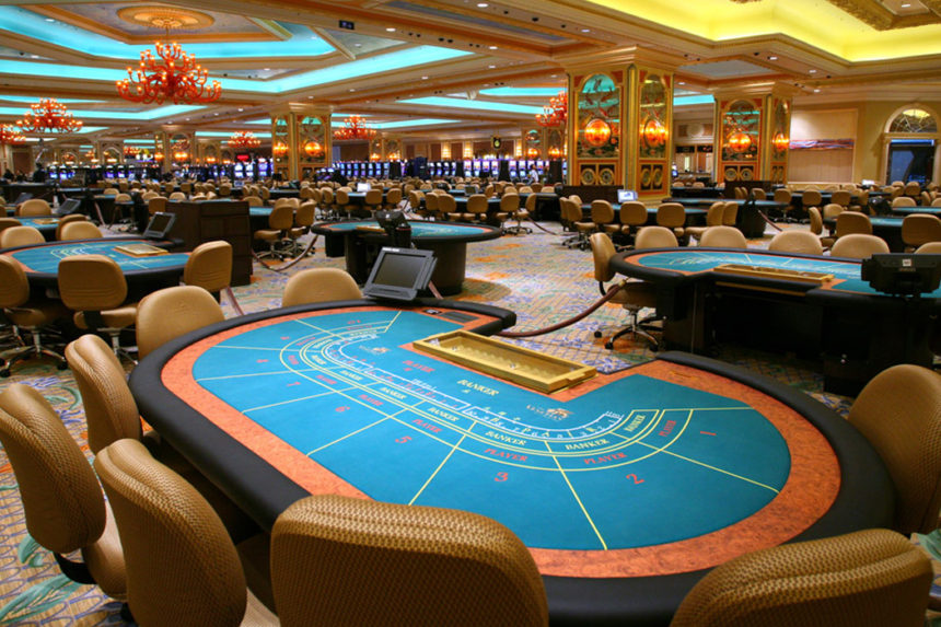 Baccarat gaming table