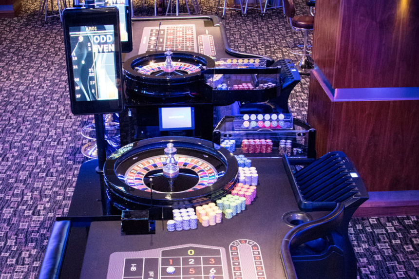 Roulette gaming table